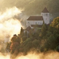 Saint-Cirq dans le brume © J. Morel